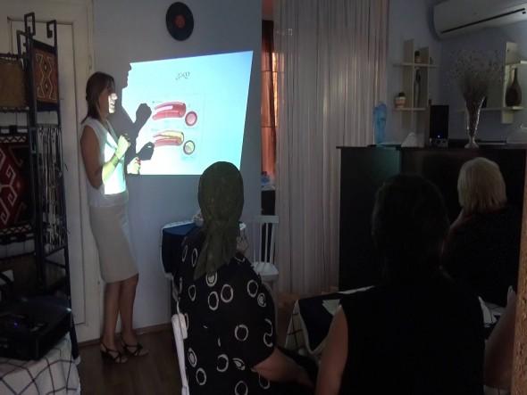 Врач Мари Хмиадашвили на тренинге для женщин ВПЛ